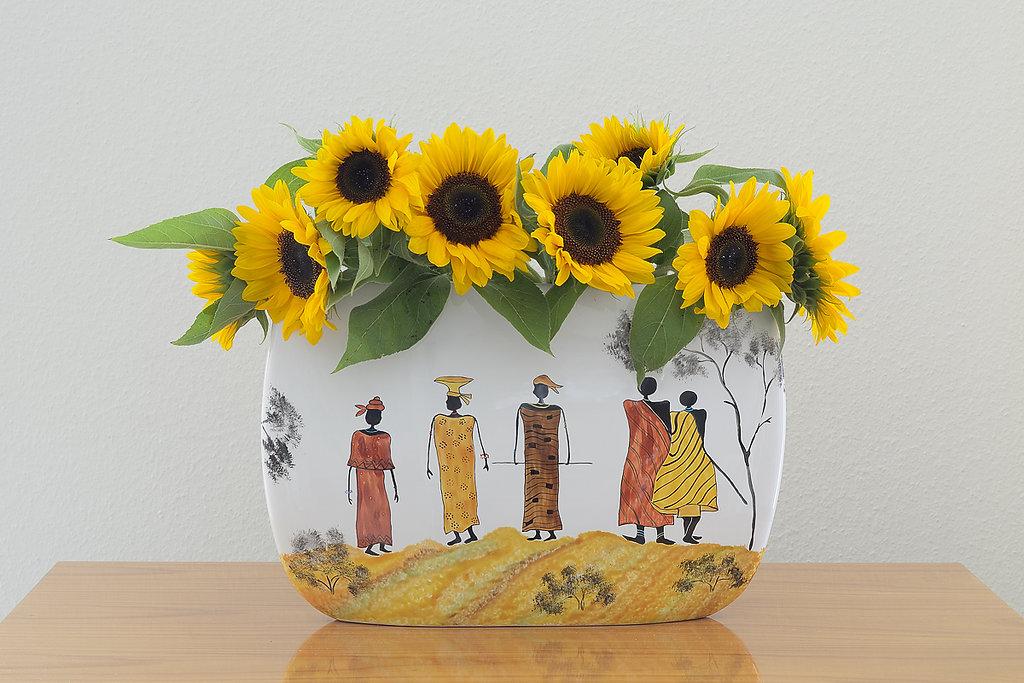 Afrika-Vase mit Sonnenblumen
